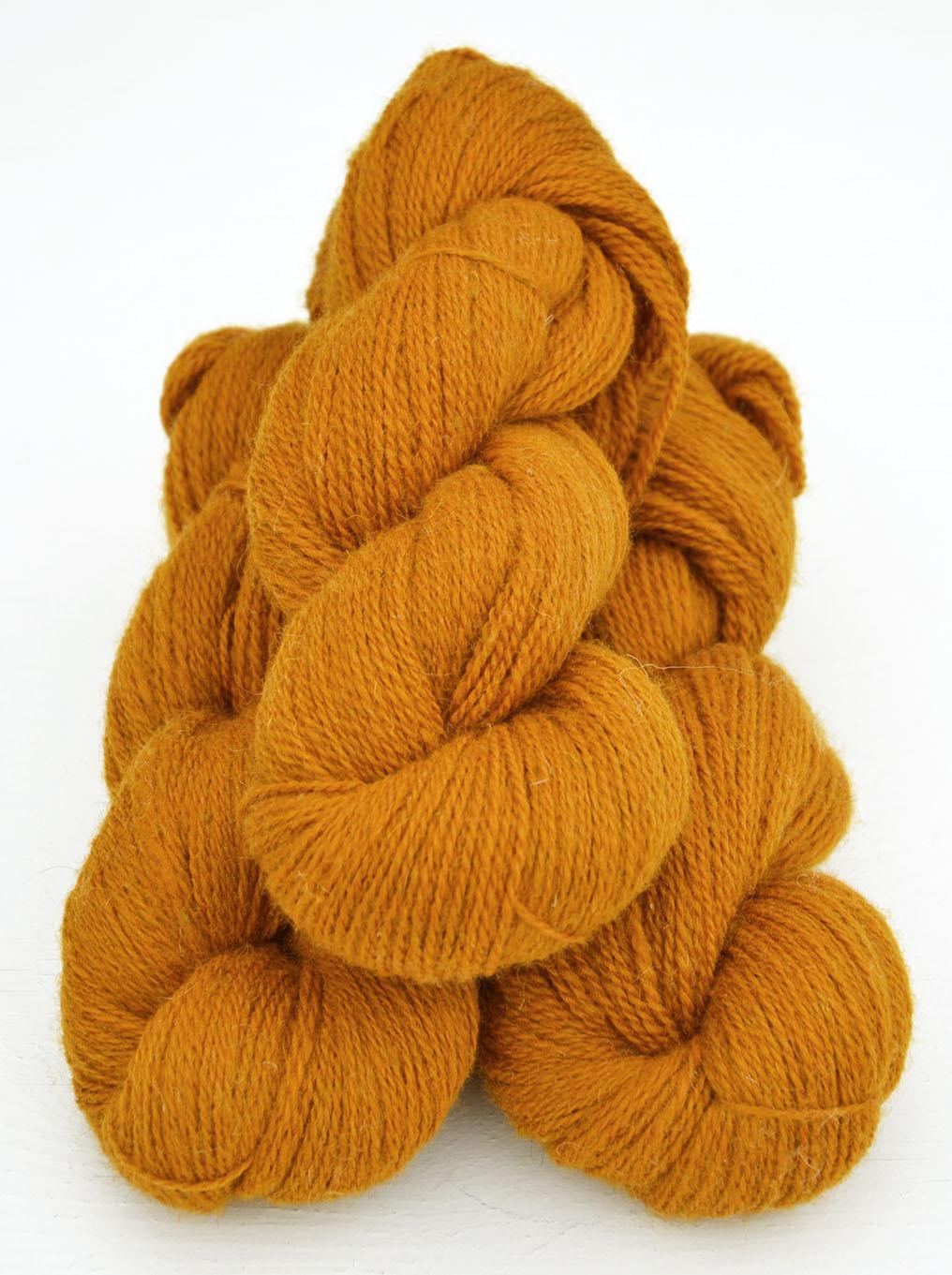 Ullcentrum 6/2-2171 Safran auf weißer Wolle Saffron on white Wool Saffran