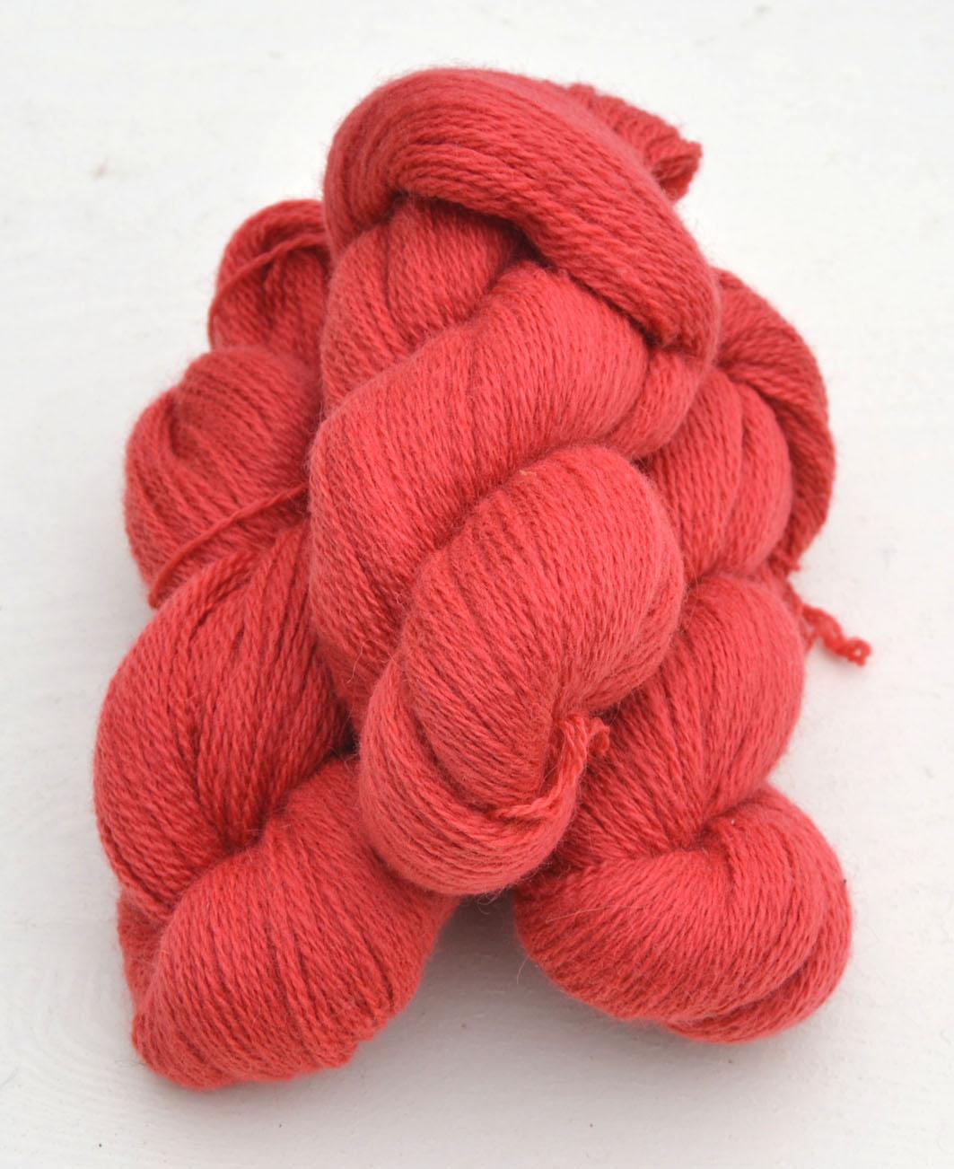 Ullcentrum 6/2-1161 Lachsrosa auf weißer Wolle Salmon pink on White Wool laxrosa